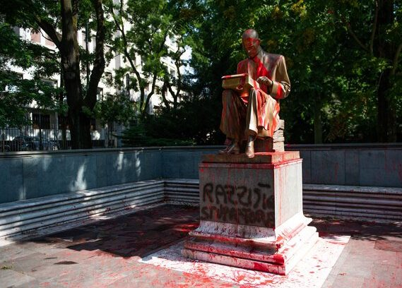 Le statue controverse: in piazza o nei musei?